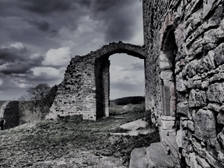 Ruines en noir et blanc